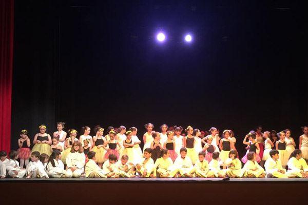 """En el teatro """"Centro Civico la Serna"""""""