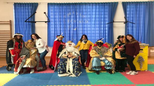 SS MM los Reyes Magos de Oriente visitan Cossio